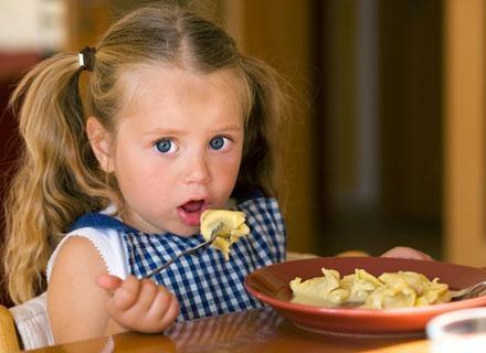 Młoda mama może mieć wiele wątpliwości dotyczących żywienia malucha /© Panthermedia