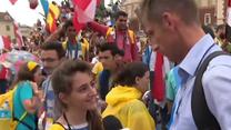 """Młoda pątniczka z Syrii zaskoczyła reportera. """"Tylko się za nas módlcie"""""""