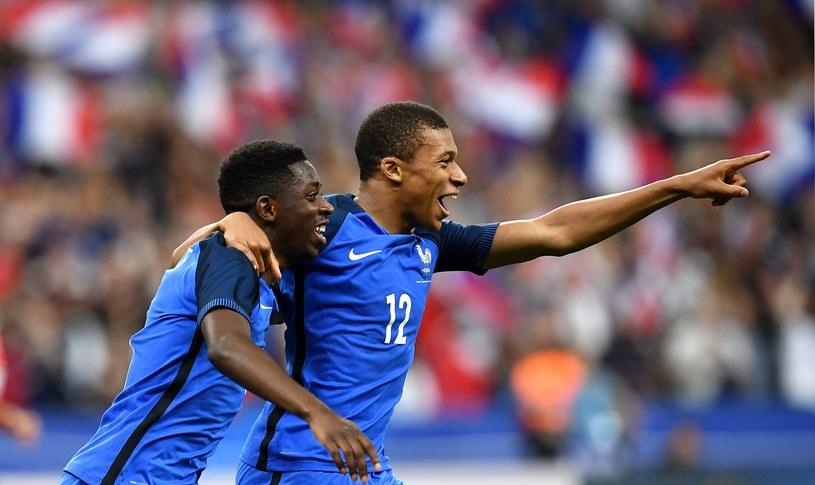 Młode francuskie gwiazdy - Ousmane Dembele (z lewej) i Kylian Mbappe /AFP