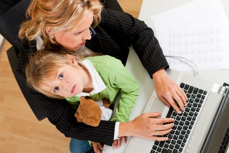 Młode matki - często z wyższym wykształceniem - są znaczącą grupą wśród bezrobotnych /© Panthermedia