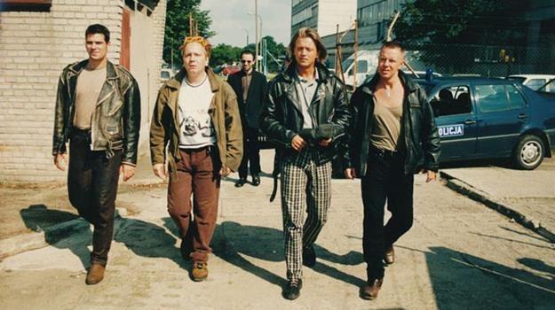 """""""Młode wilki"""" to film zły, choć w latach 90. (i nie tylko) bardzo popularny /materiały prasowe"""