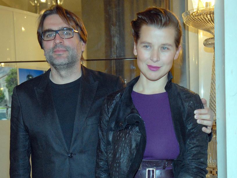 Młodej parze zależało na tym, by ich ślub był bardzo kameralny  /Marek Ulatowski /MWMedia