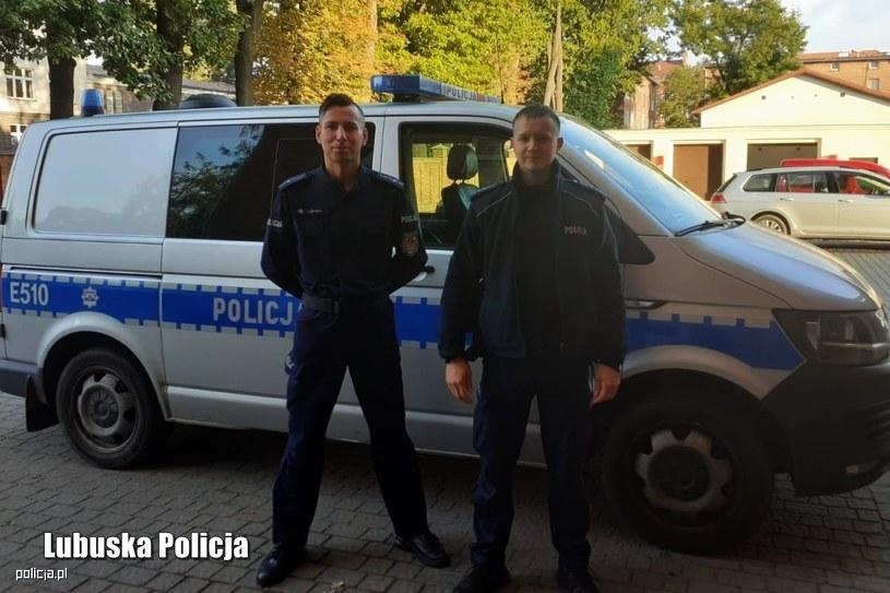 Młodszy aspirant Andrzej Szykuła i aspirat Jacek Kowczyk (Źródło: Lubuska Policja) /Policja
