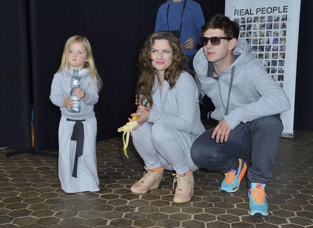 Młody aktor zdobył serce trzyletniej Lei. Na zdjęciu podczas imprezy Risk Warsaw. /Jarosłalw Antoniak /MWMedia