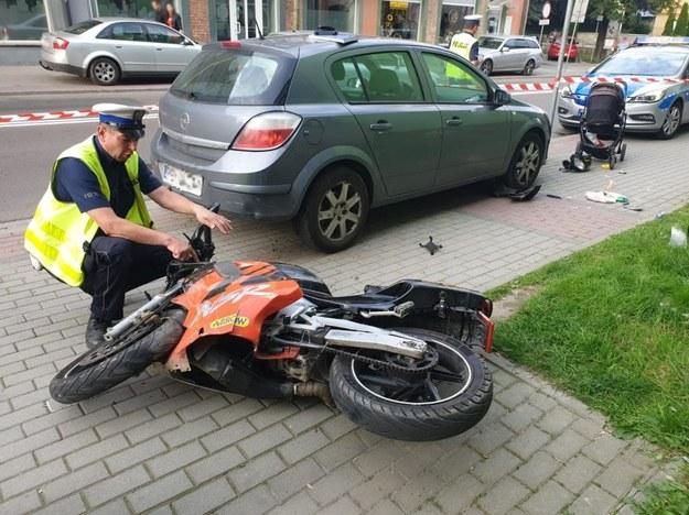 Młody mężczyzna, wyprzedzając kilka samochodów, stracił panowanie nad pojazdem /Podkarpacka Policja /Policja