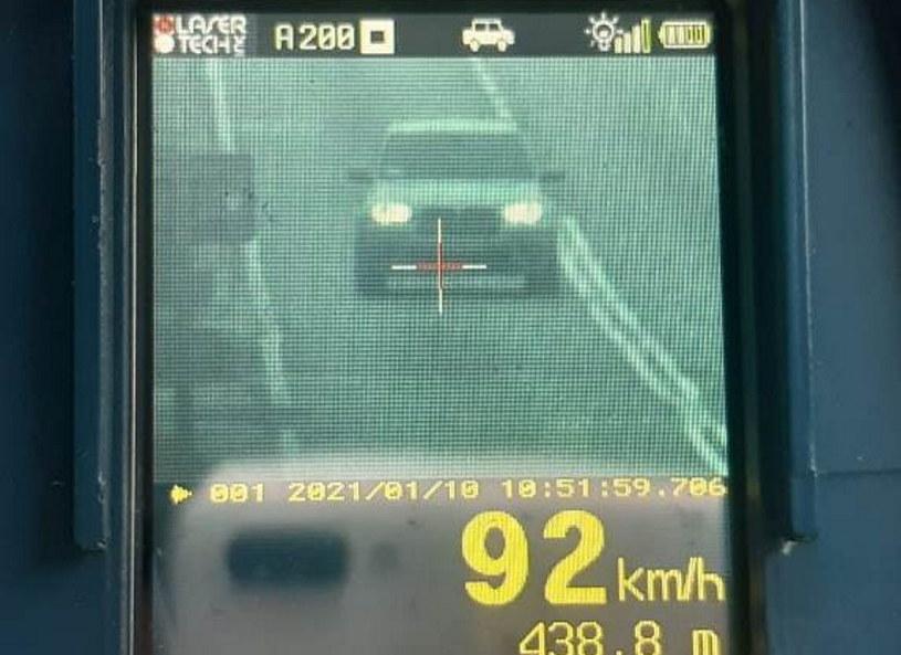 Młodych kierowców obowiązują nieco inne przepisy /Policja