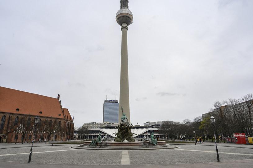 Młodym ludziom nudzi się w opustoszałym Berlinie /AFP
