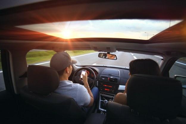 Młodzi kierowcy bez muzyki za kierownicą nie pojadą /pixabay.com /