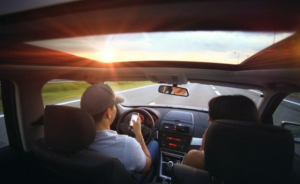 Młodzi kierowcy bez muzyki za kierownicą nie pojadą