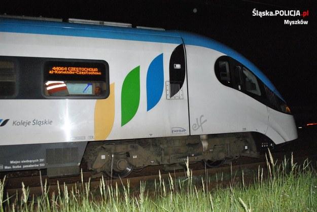 Młodzi ludzie blokowali przejazd pociągów /Śląska policja /