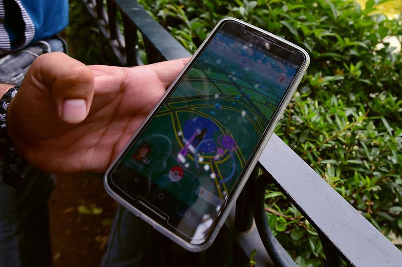 """Młodzi ludzie tłumaczyli samowolne wejście na teren prywatny grą """"Pokemon Go"""" /AFP"""