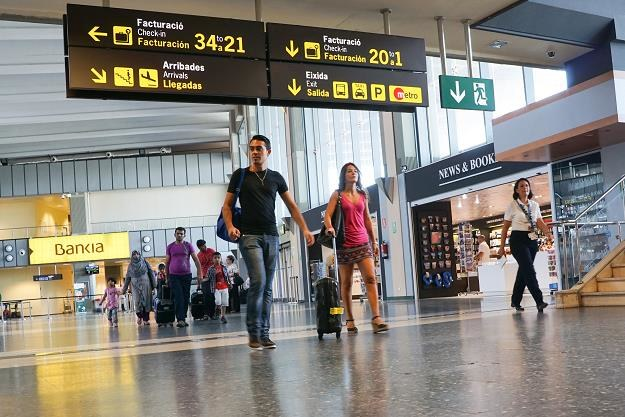 Młodzi ludzie uciekają z Hiszpanii. Nie ma pracy! /©123RF/PICSEL