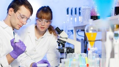 Młodzi naukowcy zmagają się z barierami rozwoju