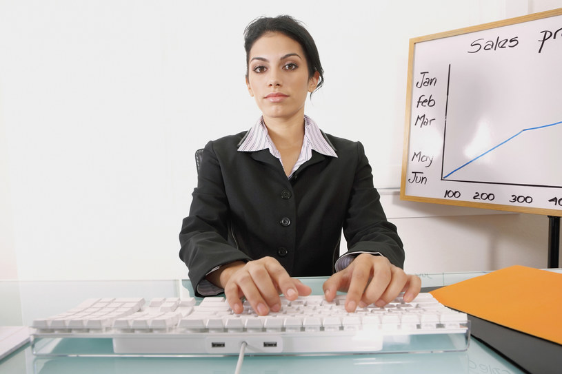 Młodzi nie chcą pracować z mniej niż 3000 zł na rękę /© Glowimages