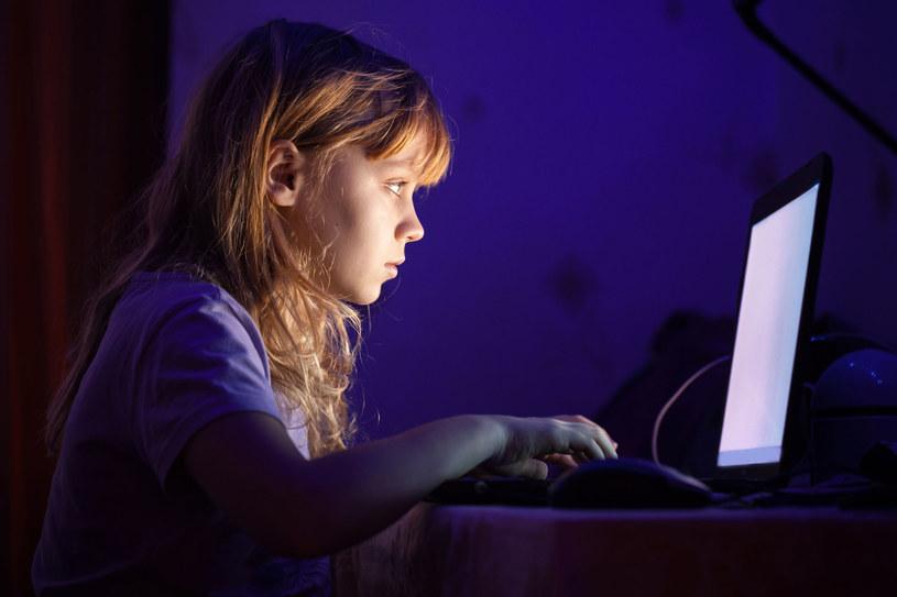 Młodzi nie mają problemów z barierą technologiczną /123RF/PICSEL