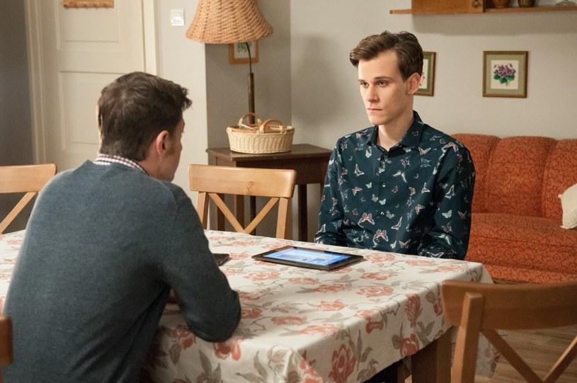 Młodzi odbędą poważną rozmowę z Markiem. Czy przystaną na stawiane przez ojca warunki? /Agencja W. Impact