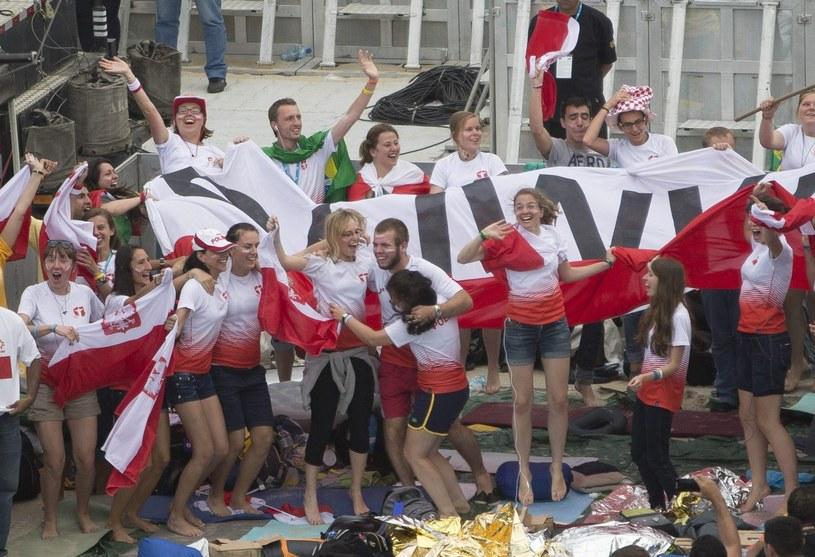 Młodzi polscy katolicy bardzo się cieszą z przyjazdu papieża /PAP/EPA