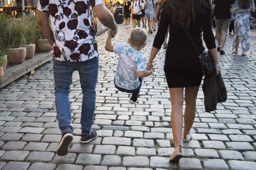 Młodzi rodzice zaczynają myśleć o imieniu dla dziecka na długo przed jego narodzinami /Dawid Tatarkiewicz/EAST NEWS /East News