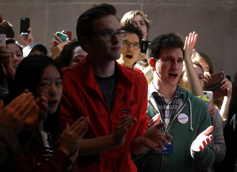 Młodzi wyborcy na spotkaniu z Berniem Sandersem /AFP