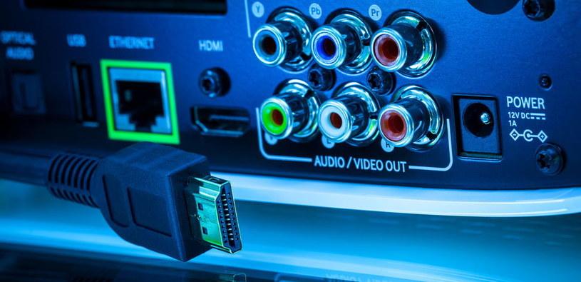 Mniej lub bardziej zaawansowane dekodery są wykorzystywane do uprawiania telewizyjnego piractwa /123RF/PICSEL