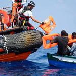 Mniej migrantów przybywa do całej UE, ale więcej do Hiszpanii