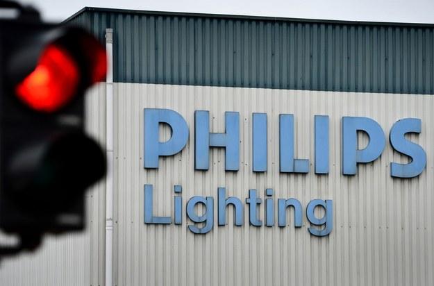Mniejsze niż zapowiadano pod koniec ubiegłego roku będą zwolnienia w Philips Lighting Poland w Pile /AFP