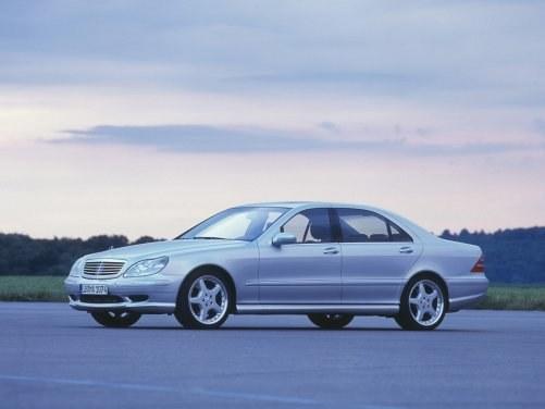 Mniejszy i lżejszy od poprzednika. Dwie wersje (coupe sprzedawano już jako model CL). Do wyboru silniki o mocy od 197 do 612 KM. /Mercedes