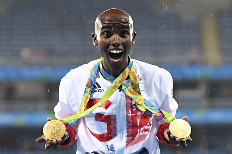 Mo Farah z medalami zdobytymy w Rio de Janeiro /AFP