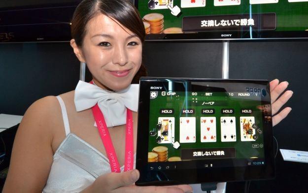 Mobilne gry z miesiąca na miesiąc zyskują na znaczeniu /AFP