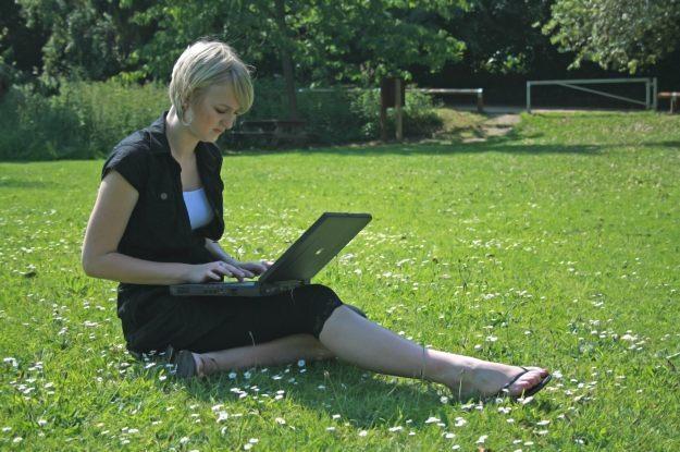 Mobilny dostęp do internetu z poziomu notebooka nie zaskakuje już nikogo fot. Steve Woods /stock.xchng