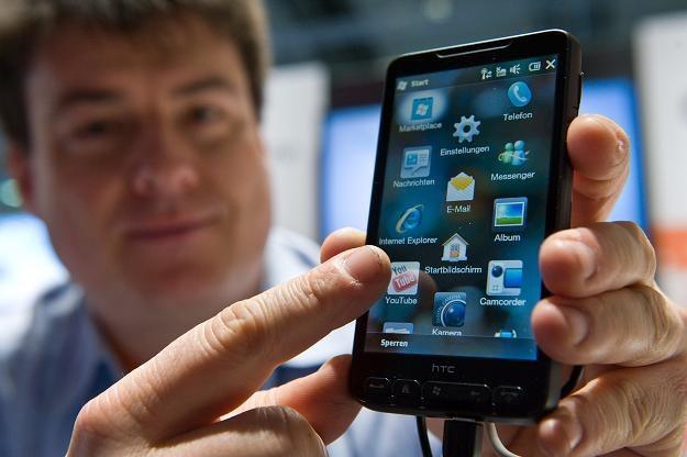 Mobilny handel rośnie jw Polsce ak na drożdżach /AFP