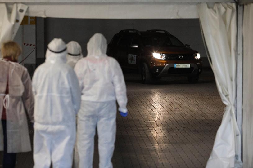 Mobilny punkt do testów na obecność koronawirusa we Wrocławiu /Andrzej Hulimka  /Agencja FORUM