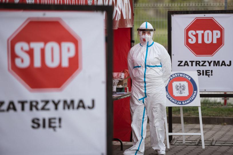 Mobilny punkt poboru wymazów w ramach testów na obecność wirusa SARS-COV-2 na Dolnym Śląsku; zdj. ilustracyjne /Piotr Dziurman /Reporter