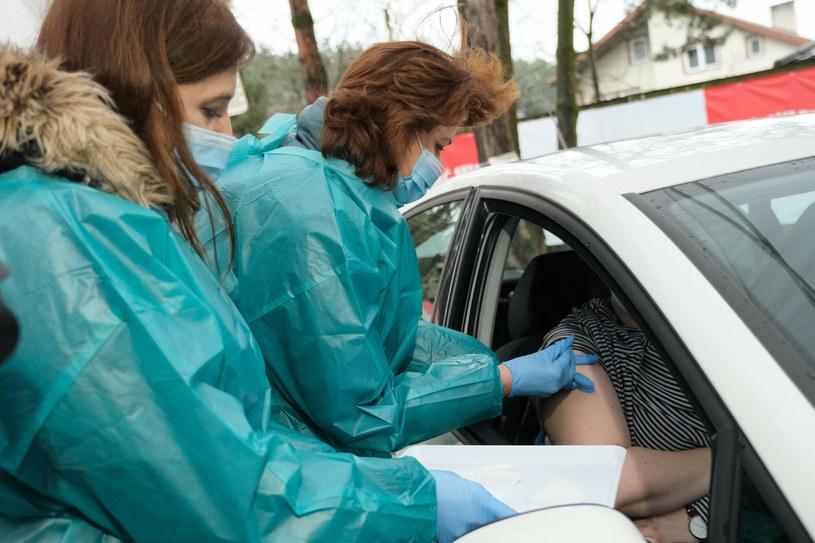 Mobilny punkt szczepień przeciw COVID-19 w Mińsku Mazowieckim. /Mateusz Grochocki /East News