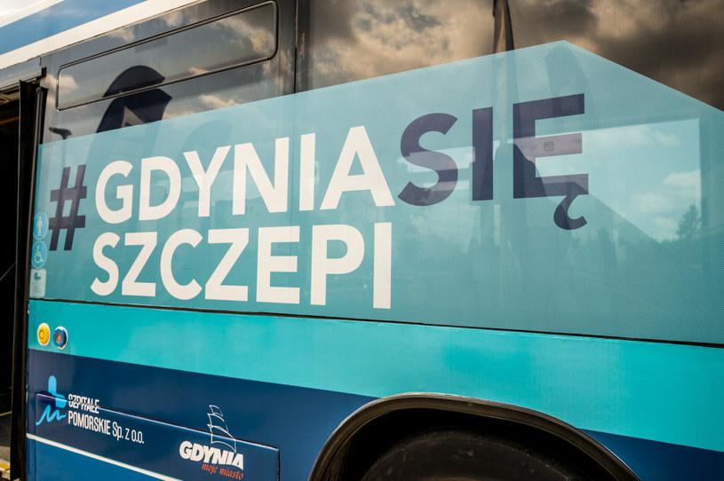 Mobilny punkt szczepień w Gdyni /Marcin Bruniecki/ Reporter /East News