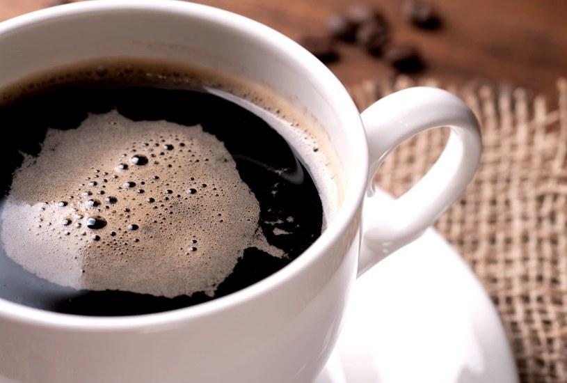 Mocna kawa kobietom w ciąży nie służy /123RF/PICSEL