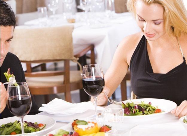 Mocne alkohole zastąp lampką wina do kolacji /© Panthermedia