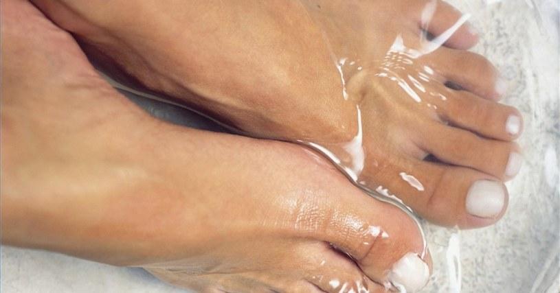 moczenie stóp /© Photogenica