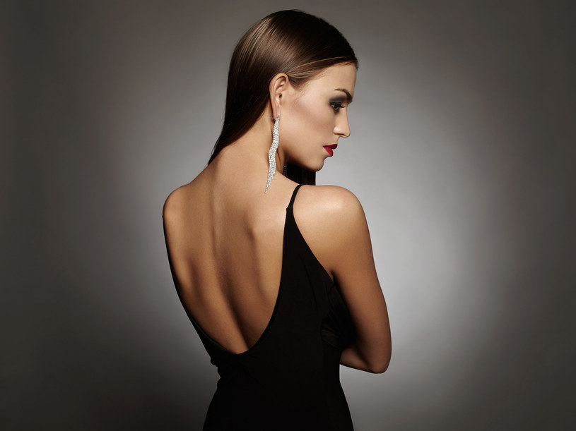 Moda na dyskretne pokazywanie ciała trwa w najlepsze /123RF/PICSEL