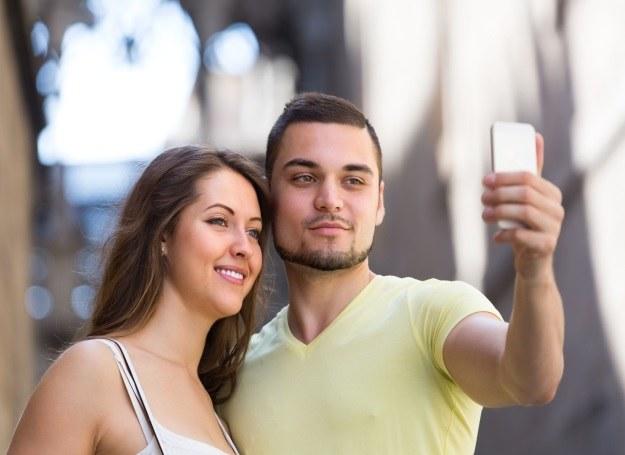 Moda na selfie pojawiła się kilka lat temu, zostanie z nami na dłużej? /123RF/PICSEL