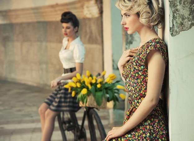 Moda w stylu retro to kwintesencja kobiecości... /123RF/PICSEL