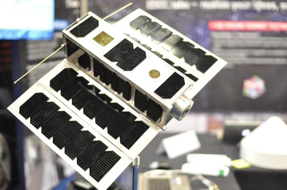 Model satelity Ops-Sat, Europejskiej Agencji Kosmicznej (ESA) /ESA–Stijn Laagland /Materiały prasowe