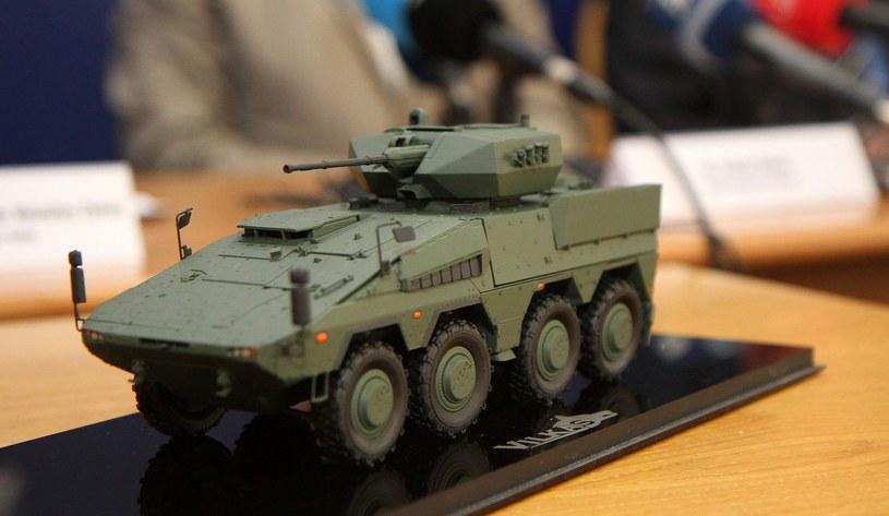 Model transportera Boxer, podczas konferencji prasowej litewskiego Ministerstwa Obrony /AFP /Agencja SE/East News
