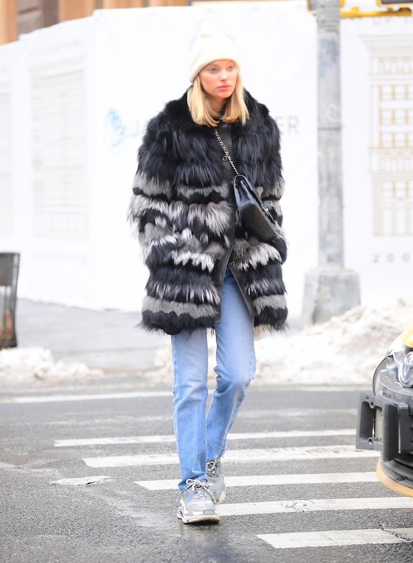 Modelka Elsa Hosk w szpetnych butach /East News