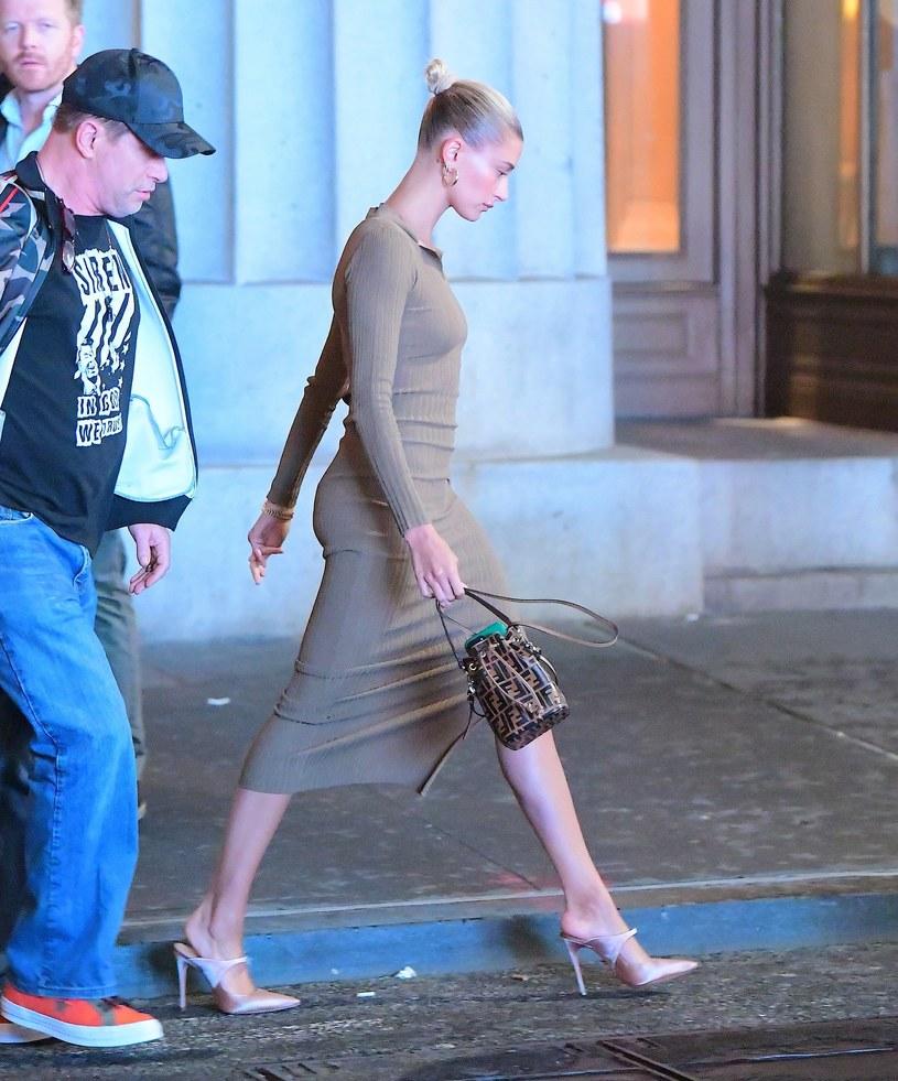 Modelka ma całkowicie płaski brzuch /East News