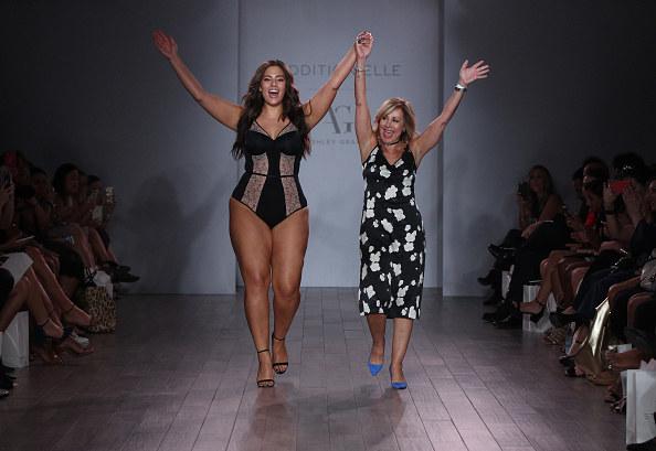 Modelka plus size na wybiegu /Getty Images