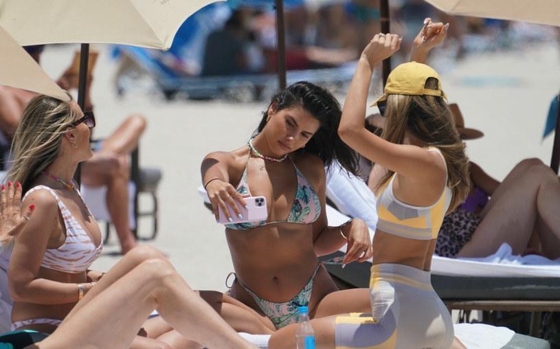 Modelka spędzała wolny czas z koleżankami /Pichichipixx.com / SplashNews.com /East News