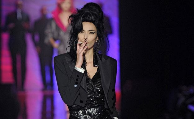 Modelka stylizowana na Amy Winehouse fot. Karl Prouse/Catwalking /Getty Images/Flash Press Media