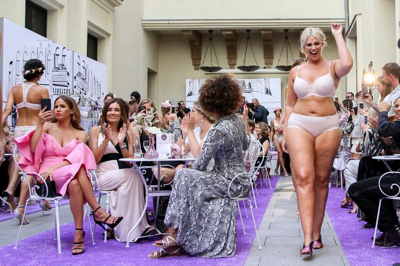 Modelki size plus często są również aktywistkami działającymi na rzecz ciałopozytywności /Getty Images