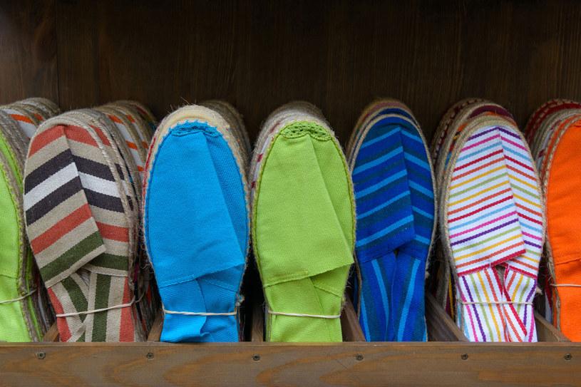 Modne buty możesz uszyć sobie sama! /123RF/PICSEL